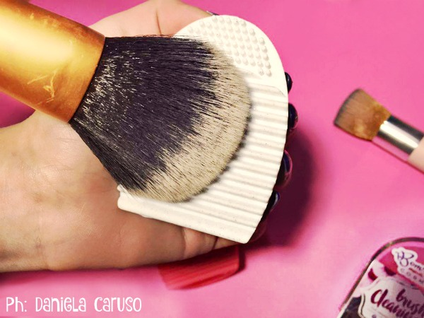 bombeauty brush cleaning tool 12
