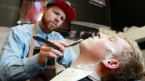 Boys Club Barber Shop, il salone a luci calde
